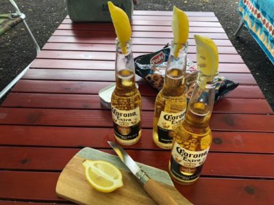 コロナビールをレモンで