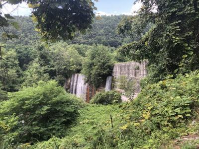 立場川キャンプ場の人口滝