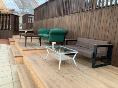 カフェ内のソファスペース