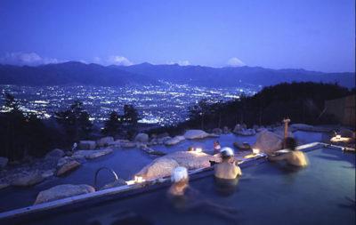 ほったらかし温泉 富士山と夜景が美しい 露天風呂