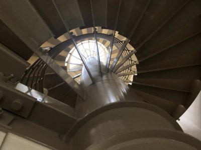 長い螺旋階段