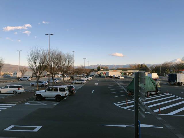 双葉SA上りの駐車場