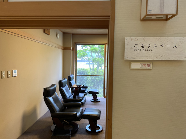 こういう休憩できる個室も無料